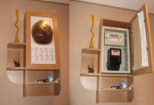 Несколько вариантов маскировки электрических щитков в прихожей
