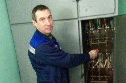 Электрик ЖКС-3 Евгений Лазарев признан лучшим в Петербурге