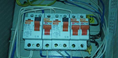 СОВЕТ НОВОСЕЛАМ. Протяжка всех соединений в электрощитке